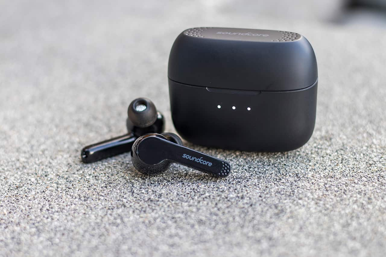 e61cea38f6a From a distance, Soundcore's new Liberty Air true-wireless earphones look a  lot like Apple AirPods. And while it was only a matter of time before other  ...